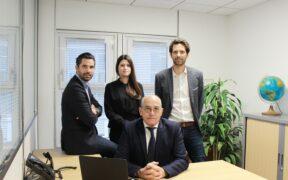 Pierre Etienne-Tolomei, 70 ans, fondateur de l'entreprise, aux cotés de ses enfants qui assurent sa succession.